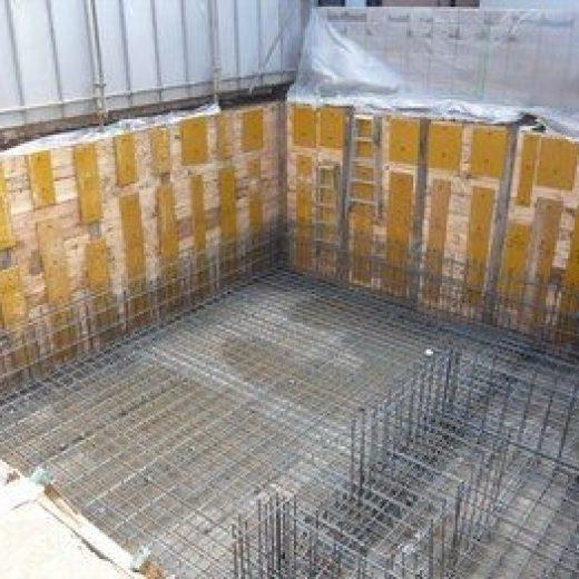 地階の耐圧盤(地下の基礎となる床版)と壁の配筋を構造図と照合し、確認を行いました。