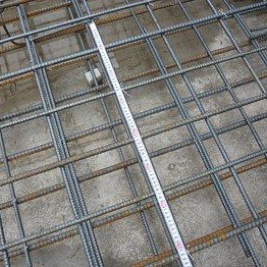 鉄筋径、鉄筋間隔、耐圧盤への定着長さ、鉄筋のかぶり厚さ、端部補強筋などの項目をチェックしました。