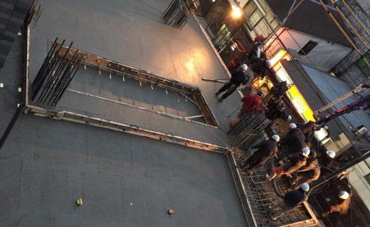 打設完了しこの後に金コテ押さえを行う。(本日はコンクリート約90立米を打設)