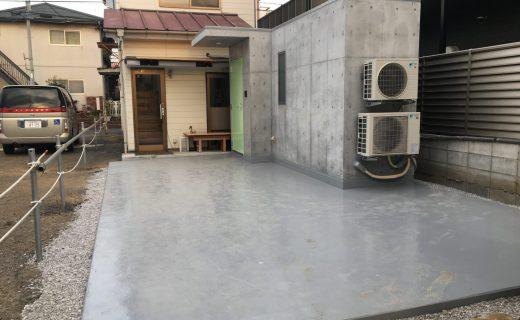 この駐車場の下に約20畳の地下ドラム練習スタジオ(兼シェルター&楽器庫)を増築