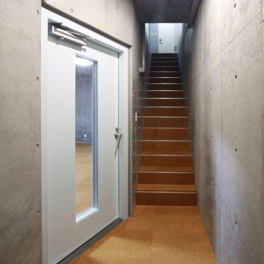 階段ホールを上がると玄関ホール
