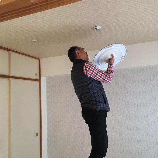 和室のシーリングライトの取付けは難しくない