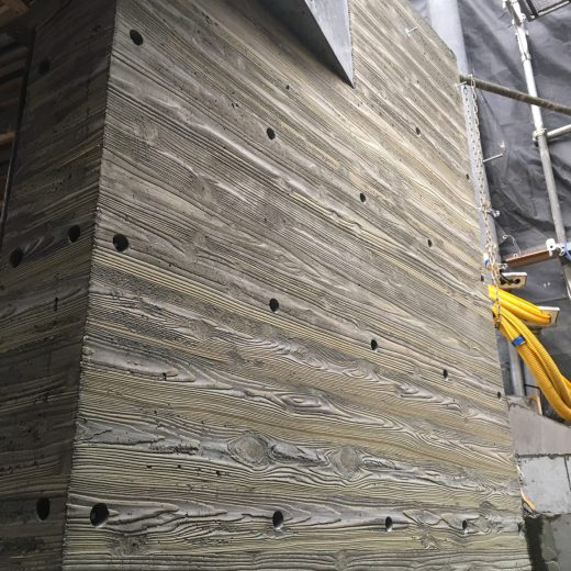 焼杉板の浮造りを型枠に使う