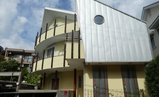 外壁と屋根にガイナを施工してダイレクトに太陽光を遮断する