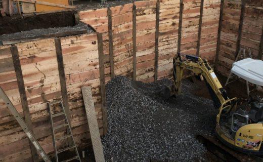 地下室根伐完了・掘削6日目(開始6日目・最終工程)完了し採石を搬入完了