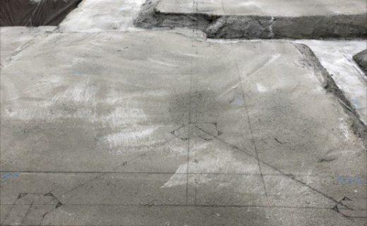 捨コンクリートの上に配筋の「墨出し」を行い基礎構造図から再現されていく